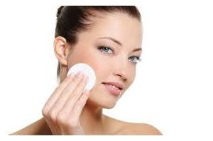Pulizia del viso: i passaggi per prendersi cura della pelle