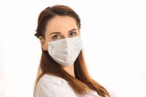 Maskne: cos'è? Ecco come si combatte l'acne da mascherina
